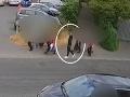 Šokujúci dôkaz v prípade chlapčeka, ktorého znetvorili kyselinou: VIDEO Prenasledovanie po rušnej ulici