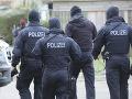 Polícia zadržala 10 ľudí