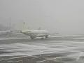 Sneh paralyzoval nemecké letisko: Dopravu museli na niekoľko hodín prerušiť