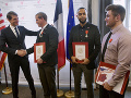 Neobyvklá vďaka za hrdinský čin: Traja Američania zastavili teroristu, získali francúzske občianstvo