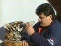 Mikuláš Černák a jeho miláčikovia z 90. rokov: VIDEO Mafiánsky boss sa maznal so šelmami