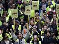 Žlté vesty neprestávajú pochodovať: Do ulíc vyšli aj počas extrémneho tepla