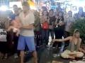 Rodičia si zavarili v dovolenkovom raji: Kvôli VIDEU ich pouličného predstavenia s bábätkom