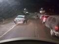 FOTO Cestári zúria: Zablokoval ich nezodpovedný vodič, zaparkoval ako hlupák
