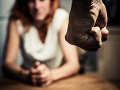 Muž (50) z Hronca bil a psychicky týral družku: Za mrežami si posedí niekoľko rokov