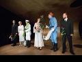 Koncom októbra na premiére predstavenia Masaryk/Štefánik Juraj Dominike venoval kyticu a zájazd do Paríža.