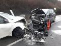 Pri Veľkom Šariši sa zrazili dve autá. Zranenia utrpeli štyri osoby.