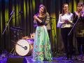 Sima Martausová odohrala niekoľko piesní. Hostia boli zväčša jej priatelia a známi.