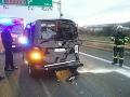 Diaľnica D2 je zablokovaná pre dopravné nehody