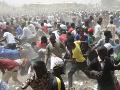 Nigéria volila guvernérov: Hlasovanie sprevádzalo kupovanie hlasov, násilnosti i vraždy