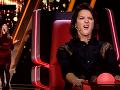 Diváci kritizujú speváčkino afektované vystupovanie.