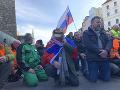 PRÁVE TERAZ Protestujúci farmári zablokovali most SNP: Doprava v Bratislave kolabuje