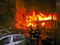 VIDEO Požiar úplne pohltil bytovku v Bangladéši: Desiatky obetí, čísla narastajú