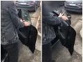 Mladíkovi takmer zhabali značky: VIDEO Bratislavskí policajti si všimli niečo nehorázne!