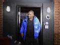 Populárny spevák je vo väzbe: Súd mu stanovil šialene vysokú kauciu na prepustenie
