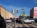 Kolízia sanitky a električky v Košiciach: FOTO Záchranári mierili za pacientom, sami skončili v nemocnici