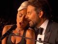 Je medzi nimi viac ako len priateľstvo? Lady Gaga a Bradely Cooper vraj spolu bývajú a speváčka má byť tehotná.