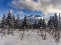Pod Tatry dorazil silný vietor: Na hrebeni môže dosiahnuť aj silu víchrice