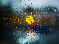 Počasie nám stále štrajkuje: Západné a stredné Slovensko môžu potrápiť búrky s krúpami
