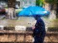 Počasie sa jaší, Slovensko potrápia búrky: Voda môže zatopiť pivnice či podjazdy