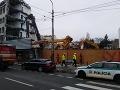 Dráma v Bratislave: FOTO + VIDEO Na Námestí 1. mája sa zrútil žeriav! Muž spadol z 3-metrovej výšky