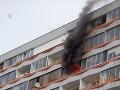 V Petržalke horel byt na 10. poschodí: FOTO Na mieste zasahovalo 38 hasičov