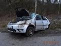 FOTO dramatickej dopravnej nehody: Vodič (25) dostal šmyk, dievča (17) sa vážne zranilo