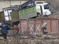 FOTO Vykoľajený vlak v Krompachoch stále nie je odprataný: Dopravu to však neobmedzuje