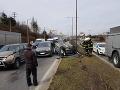 Hromadná nehoda v Žiline: FOTO Po zrážke piatich vozidiel skončilo jedno na streche, kolaps dopravy