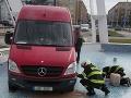 Vodič v Česku zaspal počas dňa za volantom: FOTO Keď ho náraz prebral, musel sa poriadne diviť