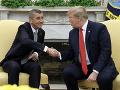Babiš sa v Bielom dome stretol s Trumpom: Tento dar amerického prezidenta určite potešil