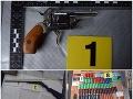 Megaúlovok pri Brezne: FOTO Policajti zaistili arzenál zbraní, miesto nálezu vás šokuje