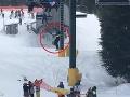 Hrôzostrašné VIDEO z lyžiarskeho strediska: Otec už neudržal svojho syna, nečakané konanie detí
