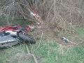 Vážna nehoda pri Nových Zámkoch: FOTO Motorkár nezvládol zákrutu, utrpel vážne zranenia