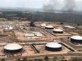 Požiar spôsobil veľké škody v ropnom závode.