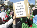 Protesty v Alžírsku neutíchajú: Proti prezidentovi tentokrát pochodovali právnici