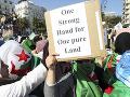 Protesty v Alžírsku neutíchajú: