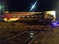 FOTO dramatickej nehody v Čadci: Zrážka nákladného auta s vlakom, šťastie v nešťastí