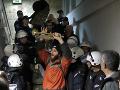 Nepokoje v Belehrade, odporcovia prezidenta vtrhli do budovy štátnej televízie