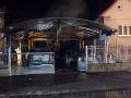 FOTO Pri požiari garáže v Prievidzi sa zranila jedna osoba, zasahovalo takmer 20 hasičov