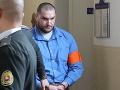 Obžalovaný Juraj Hossu prichádza na súdne pojednávanie v prípade zabitia Filipínca Henryho Acordu.
