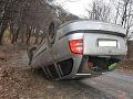 FOTO S autom skončil na streche, nafúkal vyše dvoch promile: Polícia však odhalila aj niečo iné