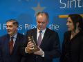 Kiska sa teší uznaniu: FOTO Prezident prevzal Európsku cenu za ľudské práva Sintov a Rómov