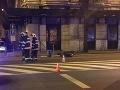 VIDEO Tragický večer v Bratislave: Po kolízii auta s motocyklom vyhasol život mladého muža (†34)
