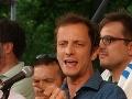 Karma je zdarma: Taliansky vodca antiočkovacej kampane Massimiliano Fedriga dostal ovčie kiahne!