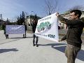 Zástupcovia mimovládnych ochranárskych organizácií počas brífingu Iniciatívy My sme les a symbolického odovzdania verejnej výzvy za odvolanie ministerky pôdohospodárstva