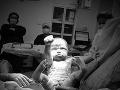 Otec zachytil neskutočný moment na FOTO: Synček minútu po pôrode ako Superman