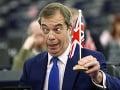 Eurovoľby sa blížia: Farageova strana v britských prieskumoch stále stúpa