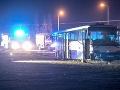 Večerná zrážka autobusu s osobným autom: Nehoda si vyžiadala 13 zranených
