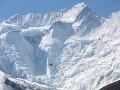 Švajčiarske Alpy zasiahla lavína: Štyria ľudia sú nezvestní, záchranári v akcii